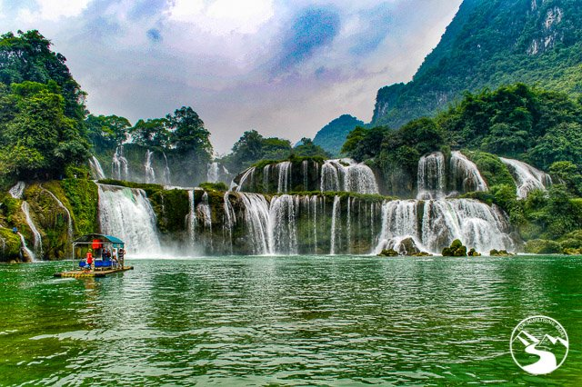 Take a boat ride to the Detian Waterfalls