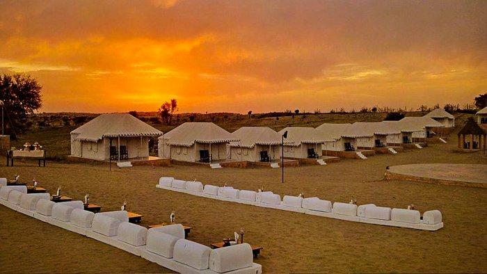 visit the desert of Jaisalmer