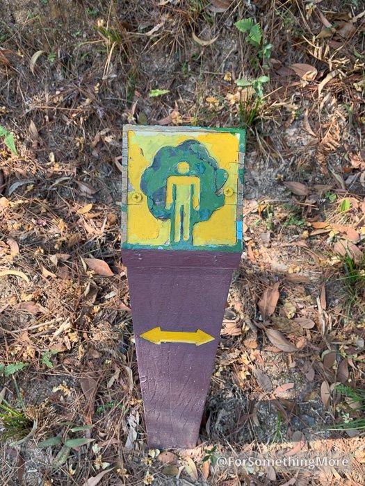 Quarry Bay Tree Walk (鰂魚涌樹木研習徑) sign